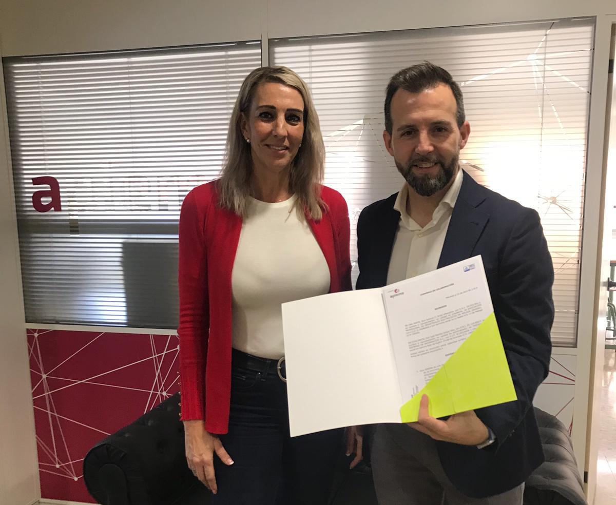 La gerente de APIEMA, Esther González Molina, y Jesús Arroyo, director comercial de Soluciones Empresariales de Grupo Trevenque